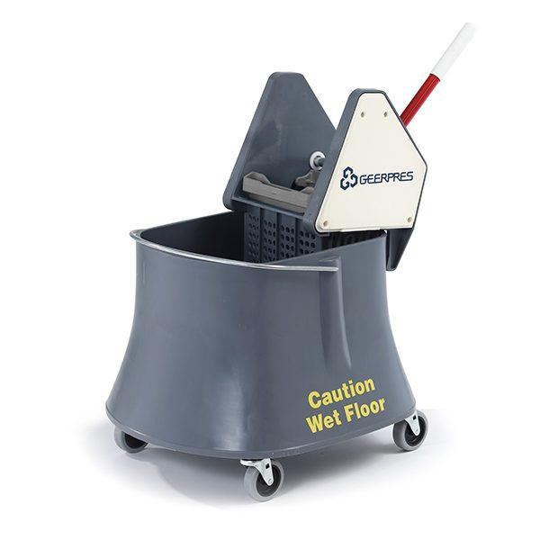 Champ Plastic Bucket w/wringer